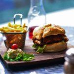 Hamburger met frites Puur Parijs