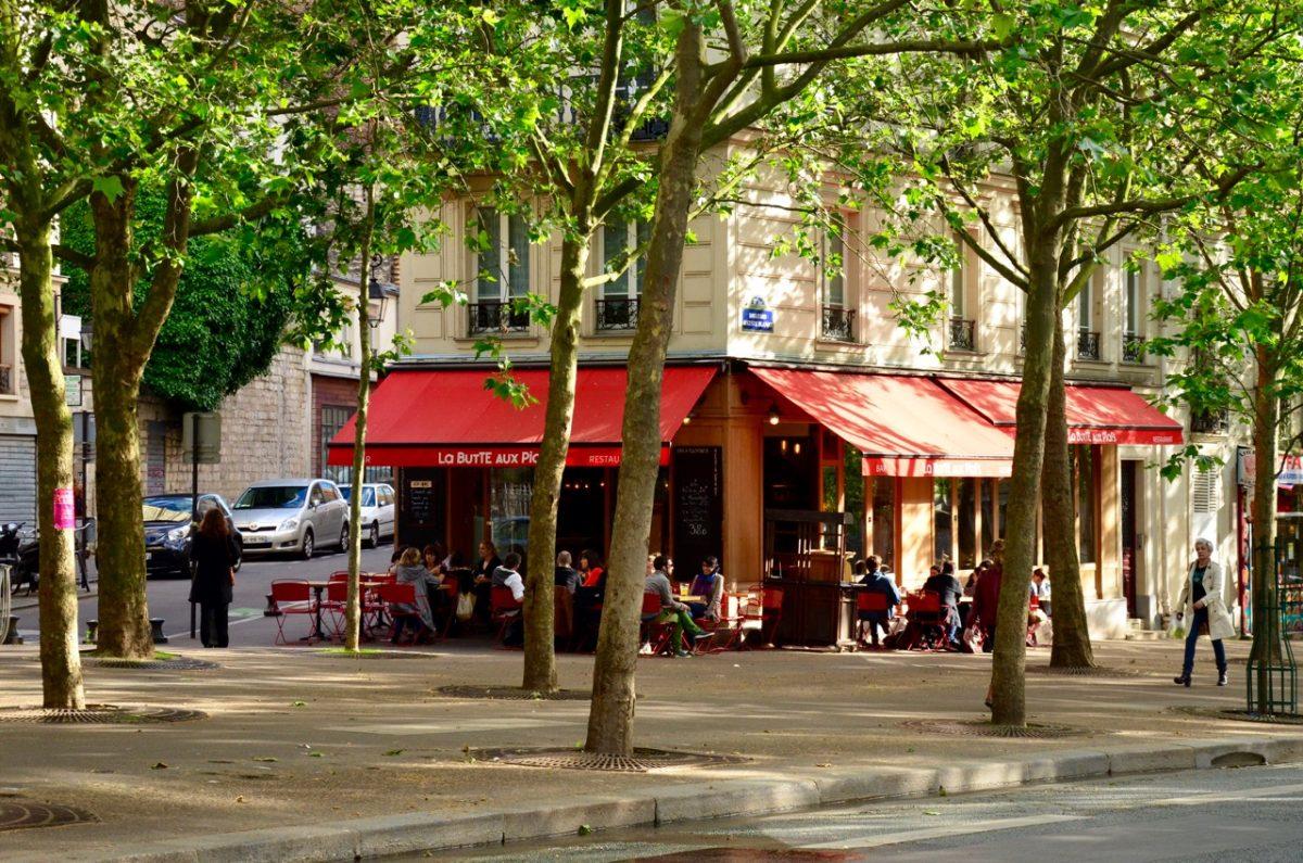 Een klassiek café in Parijs