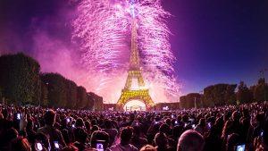 Feu_d'artifice_du_14_juillet_2014_-_Tour_Eiffel_foto_Yann_Caradec