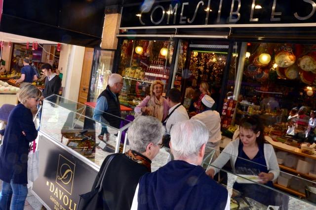 Italiaanse traiteur aan de rue Cler, Parijs