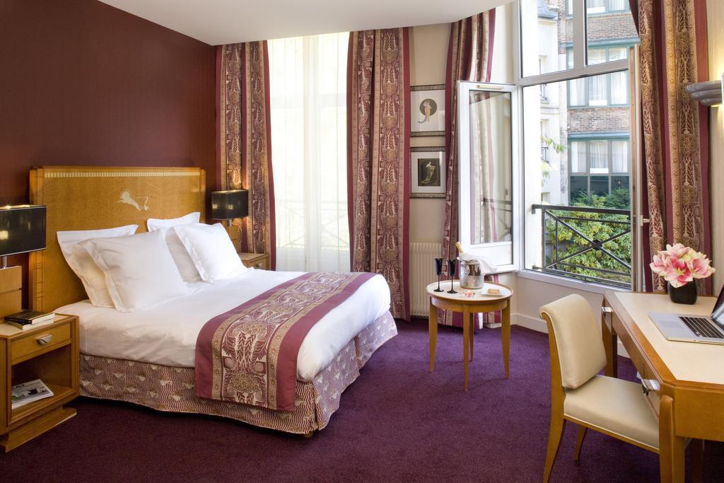 Hotel Les Jardins du Marais slaapkamer open raam Puur Parijs